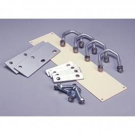 Montagesatz für waagerechte bzw. senkrechte Rohre oder für Gitter mit 4 oder 5 Bügeln, die Sie bei den wichtigsten Stalleinrichtern erhalten können.